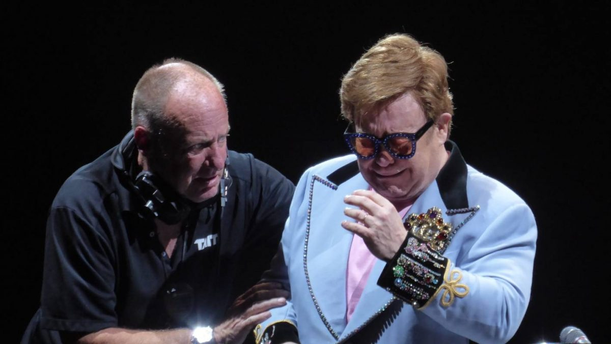 Emotional Sir Elton John ends Auckland concert early after being diagnosed with 'walking pneumonia' | Stuff.co.nz