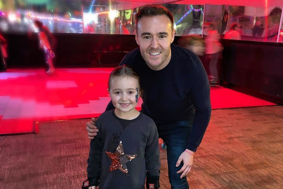 https://celebritycontent.com/2020/02/24/alan-halsall-appears-to-slam-ex-lucy-jo-hudsons-new-man-lewis-devine-after-he-calls-daughter-sienna-his-own/