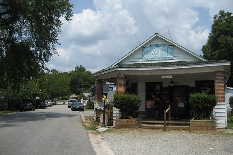 Love 'Fried Green Tomatoes'? Visit the Real Whistle Stop Cafe in This Tiny Southern Town