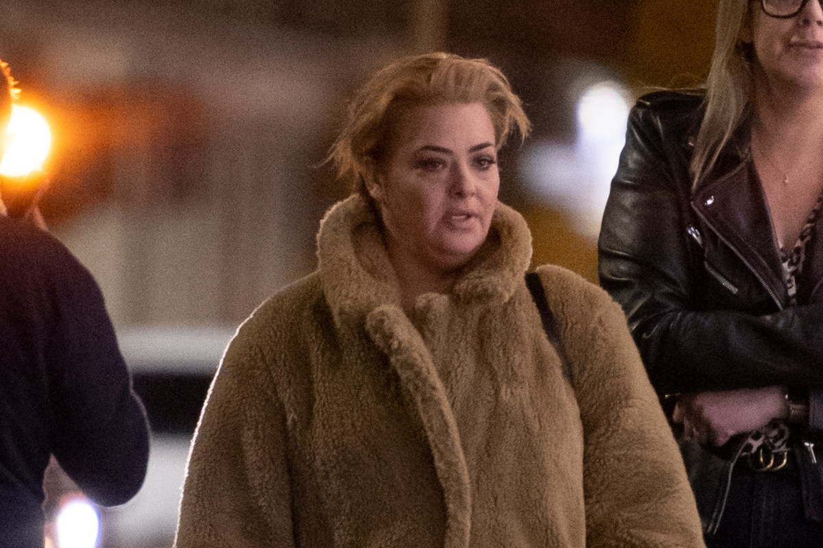 Lisa Armstrong puffs on a cigarette as she enjoys girls' night out after divorce settlement from Ant McPartlin