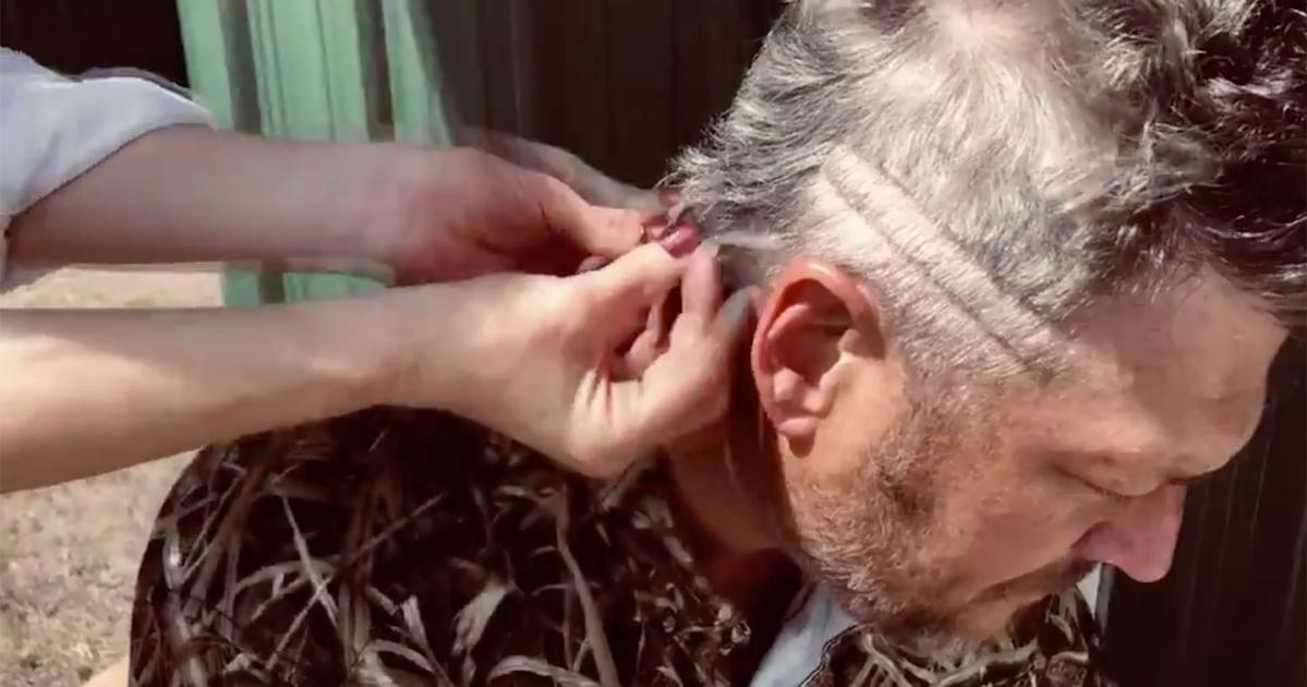 Blake Shelton Shows Off His Mullet Progress with Gwen Stefani | PEOPLE.com