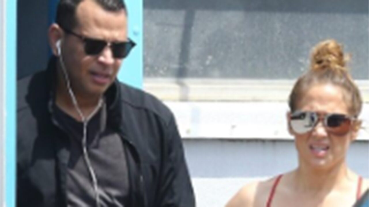 https://celebritycontent.com/2020/04/03/jennifer-lopez-alex-rodriguez-appear-to-receive-vip-treatment-at-florida-gym-ahead-of-stay-at-home-order/