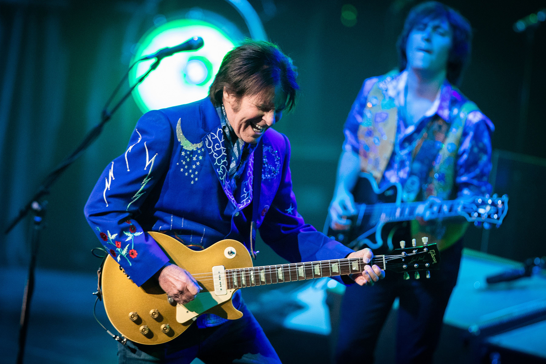 https://celebritycontent.com/2020/04/16/john-fogerty-and-family-cover-creedence-clearwater-revivals-lodi-rolling-stone/