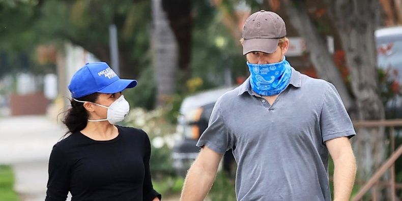 See Photo of Meghan Markle and Prince Harry Holding Hands and Delivering Meals in LA