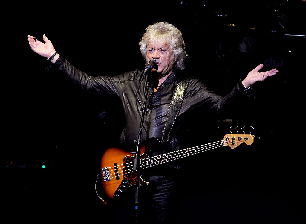 "Moody Blues Bassist John Lodge Provides Personal Perspective on Isolation on ""In These Crazy Times"""