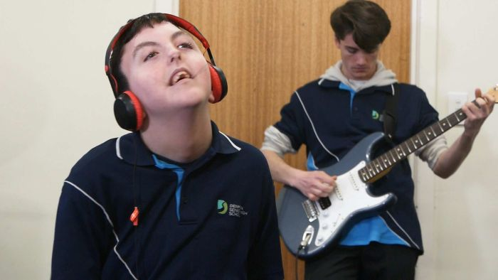 https://celebritycontent.com/2020/08/20/non-verbal-teenager-tyler-hartfield-writes-music-inspired-by-nick-cave-abc-news/