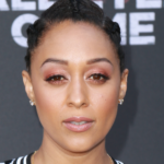 https://celebritycontent.com/2020/08/06/tia-mowry-shows-off-her-gray-crown-in-a-gorgeous-selfie-essence/
