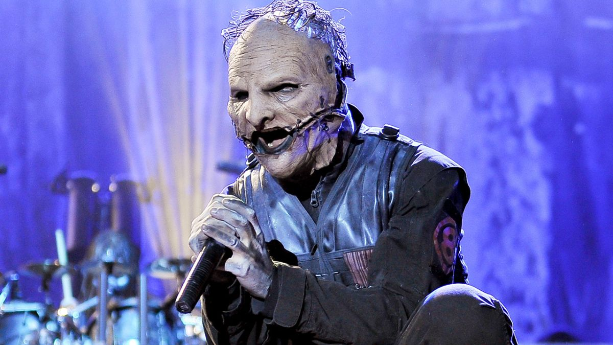 https://celebritycontent.com/2020/08/07/corey-taylor-stop-whining-and-put-your-god-damn-mask-on-louder/